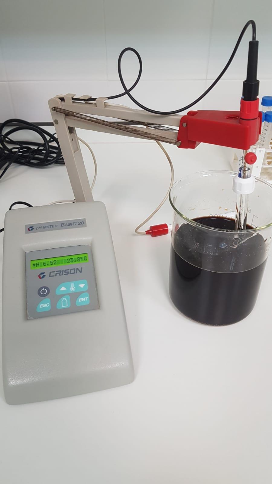Al utilizar volúmenes de aplicación bajos por hectárea, se concentra mucho el producto en el caldo, por lo que es importante el controlar y ajustar el ph.